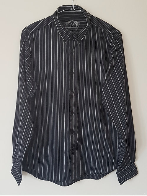 CEDARWOOD STATE. Black and white striped shirt. Size M