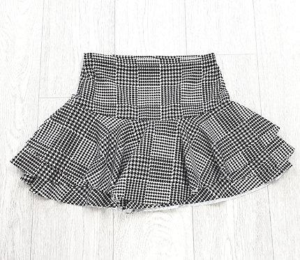 Boohoo black/white mini skirt. Size 6