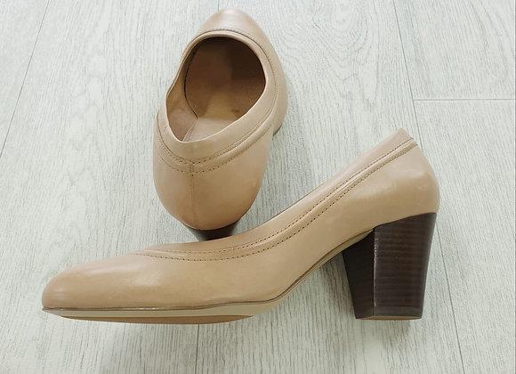 Clarks nude mid heels. Uk 6 wide fit