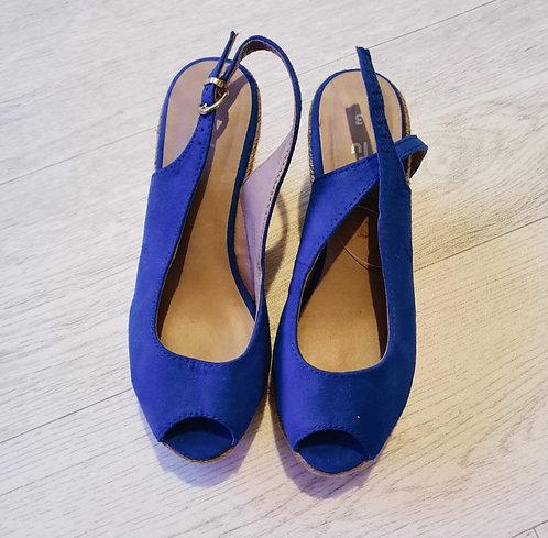 🌕Tu blue cork wedges. Size 3