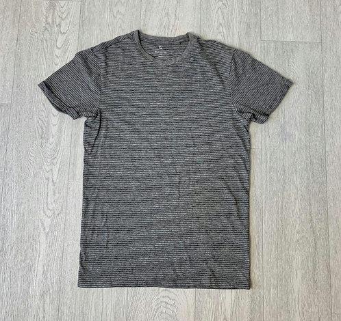 🍃Tu grey regular fit tshirt. Size S