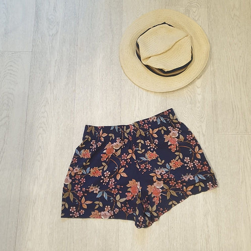 🏵Matalan navy floral light weight shorts. Size 8