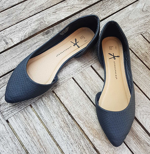 Atmosphere black flat shoes. Size 5