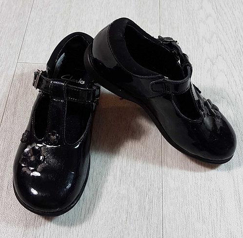 ◽Clarks black patent buckle shoes. Size 8E