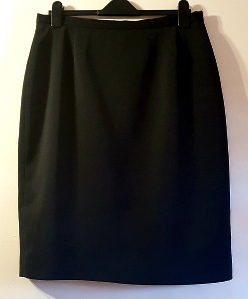Canada. Below the knee length skirt. Size 18.
