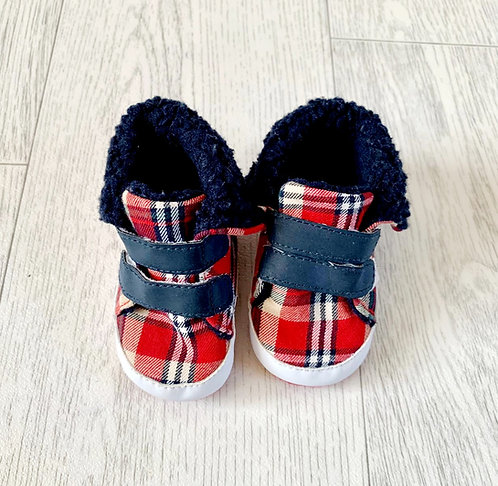 🌗Primark Red check soft shoes. 0-3m