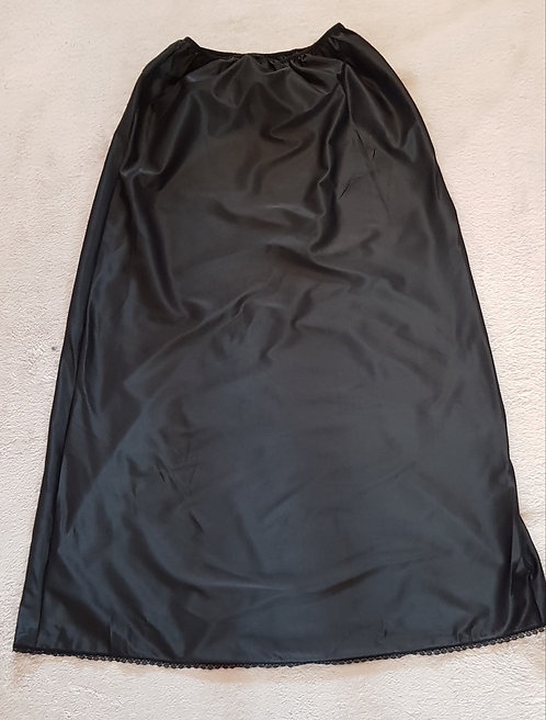 """MARKS AND SPENCER Black petticoat. Length 36"""" hips 34-36"""""""