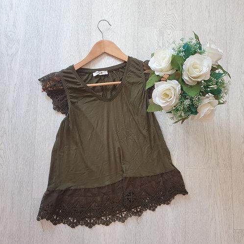 🎀Ambar khaki top. Size M / Mex28