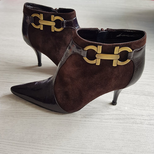 Brown suede stiletto heels. Euro 36