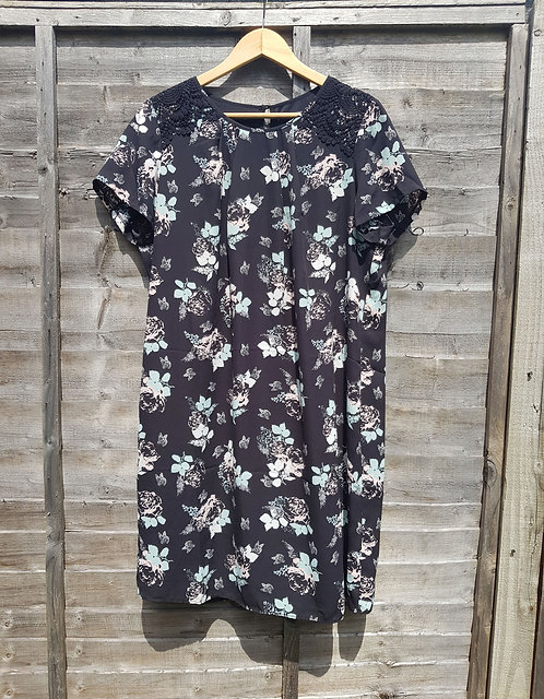 🚩BHS black Leaf pattern dress size 16