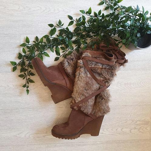 💚Brown faux fur boots. Size Euro 37 NWOT