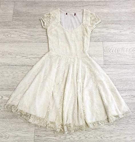 🌑Cream lace dress. Size 6