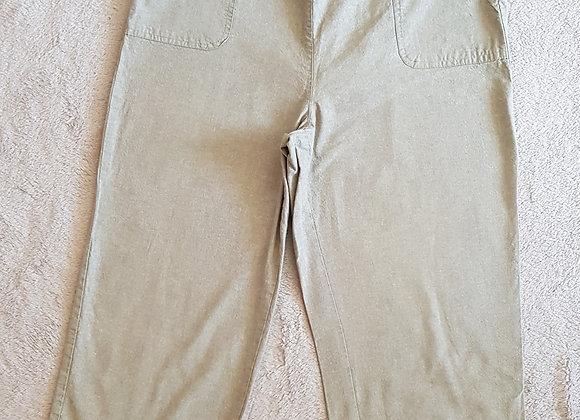 Edinburgh Woollen Mill. Green cropped trousers. Size 16.