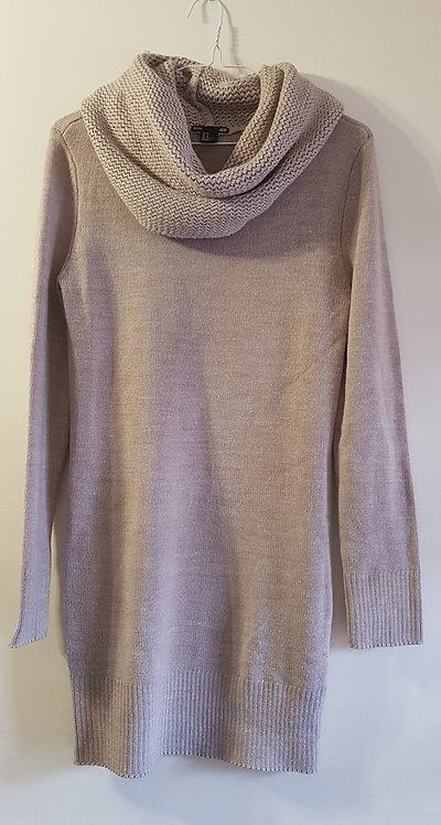 H&M. Beige roll neck long sweater. Size M.