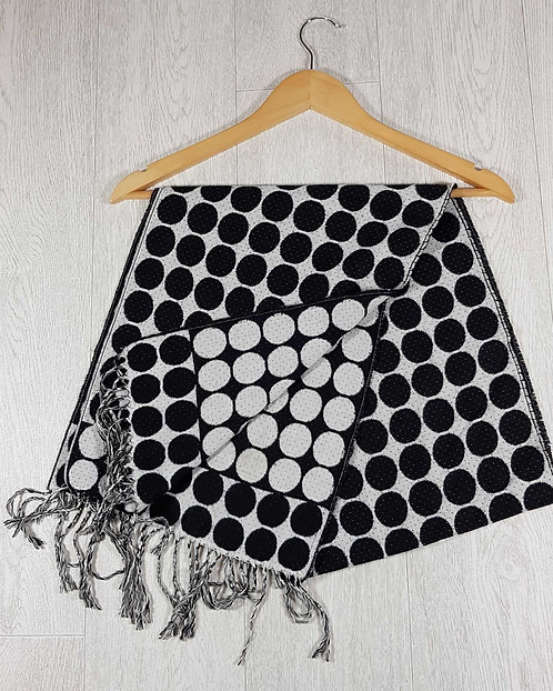 ◾Black and white spotty scarf
