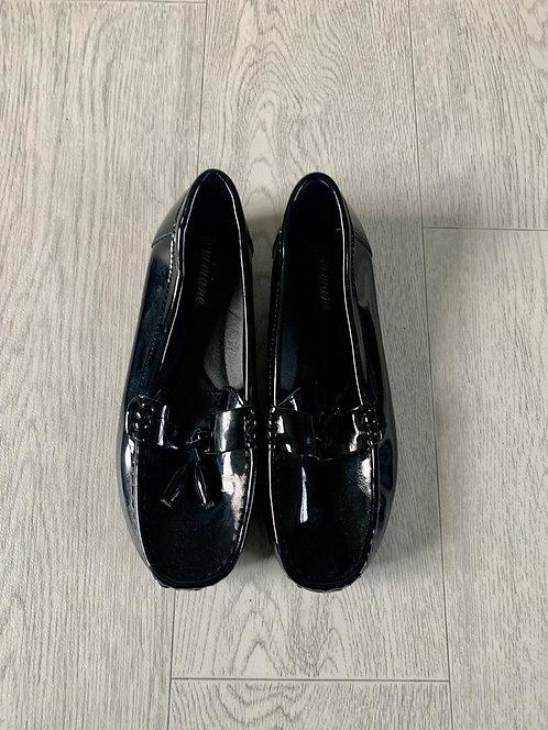 ●Viviane black patent loafers. Size 6/39 NWOT