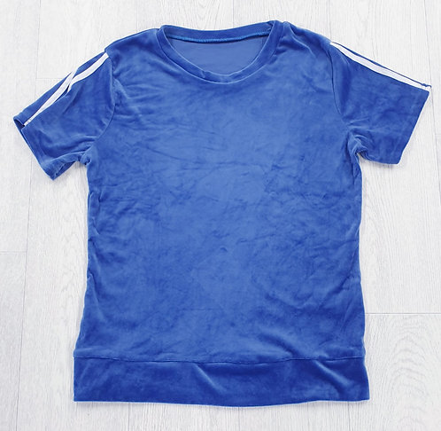 Blue velour t-shirt.