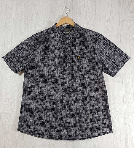 ◾Lyle & Scott navy patterned short sleeved shirt. Size XXL