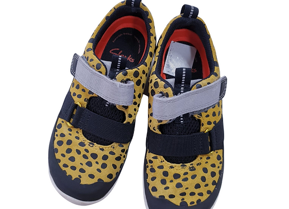 Clarks velcro shoes. 9½G