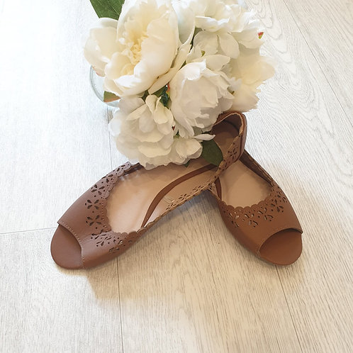 💚Atmosphere brown open toed ballerina pumps. Size 5 NWOT