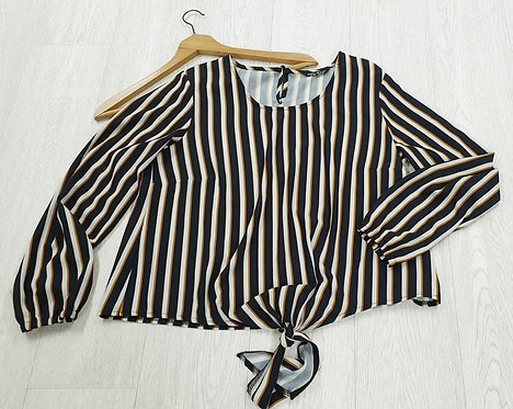 •Select knot front blouse. Size 16