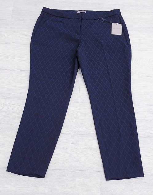 •Anna Jacobs navy tapered trousers. Size 16/42