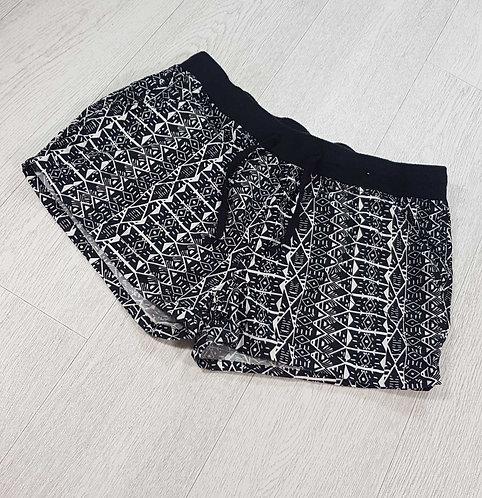 Atmosphere black/white patterned shorts. Size 12