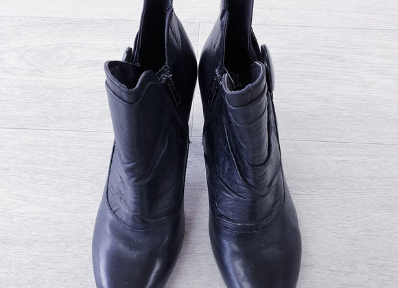 Caprice black leather ankle boots. Uk 3½/Eu 36
