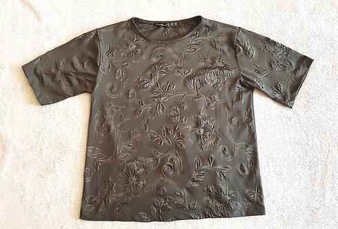 Atmosphere. Khaki t-shirt. Size 8.