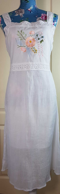 ◾Museum Selection white embroidered summer dress. Size M NWT