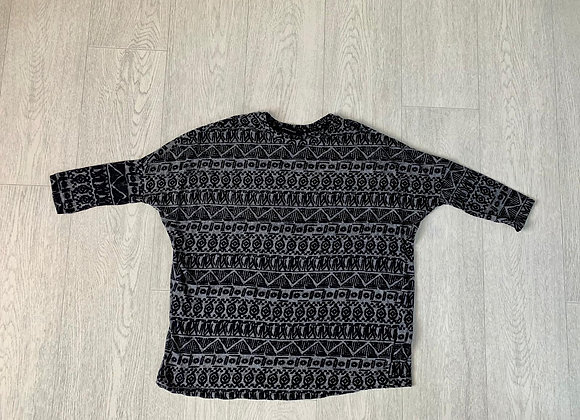 🐢ATMOSPHERE grey mix top. Size 6