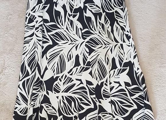 BM. Black and white linen skirt. Size 18.
