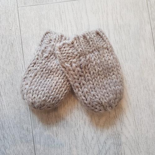 Beige knit mits. Newborn