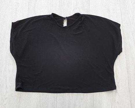 Black oversized crop t-shirt.