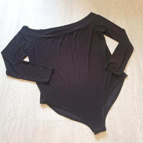 🏵Boohoo black bodysuit. Size 16