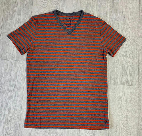 🔘American Eagle striped v-neck t-shirt. Size M
