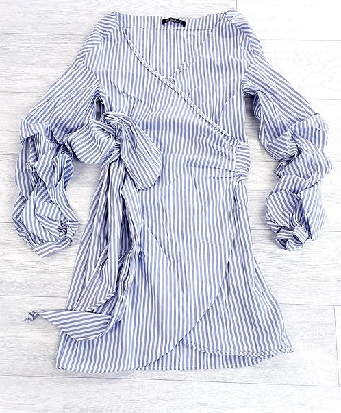 Simplee grey striped wrap dress with bow and rouched sleeves. Size L