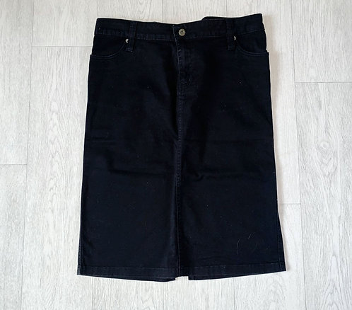 Authentic Casual wear black knee length denim skirt. Uk 14