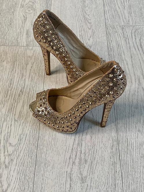 🌞New Look gold studded stilettos.  Size 3/36