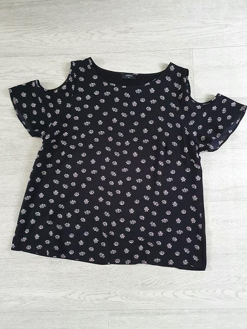 ♡Papaya black floral cold shoulder top. Size 18