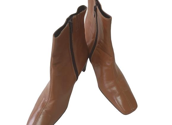 Clarks tan boots. Uk 8 NWOT