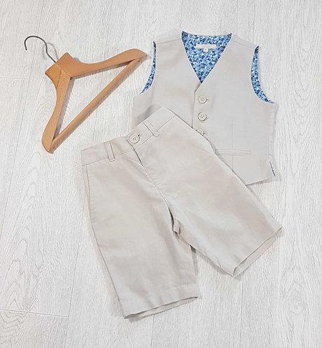 ◾John Lewis beige shorts and waistcoat set. Age 5yrs