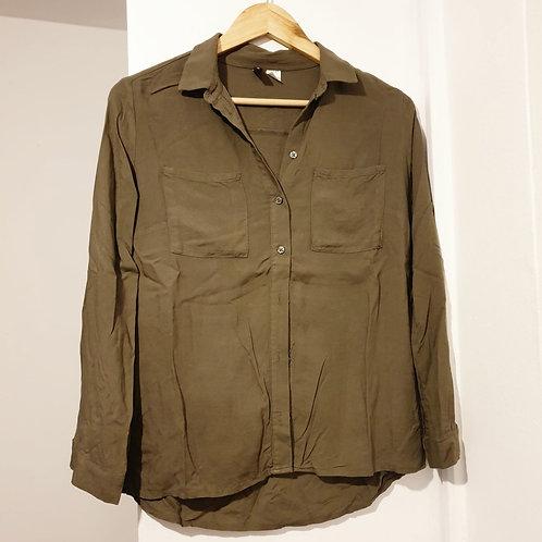 🌼H&M khaki shirt. Size 6