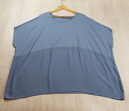 🚩Ann Harvey two-tone blue Batwing soft material top size 26