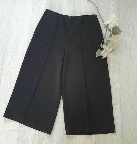 ⚫John Lewis black wide leg cropped trousers. Size 14