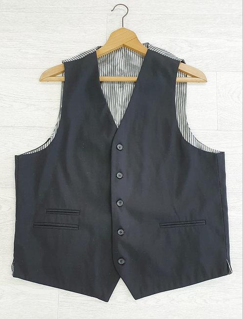 ⚪Black waistcoat. 44R