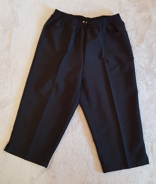 Black cropped trousers size 18