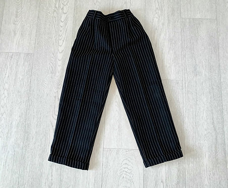 🌗Black pinstripe trousers with elasticated waist. 5yrs