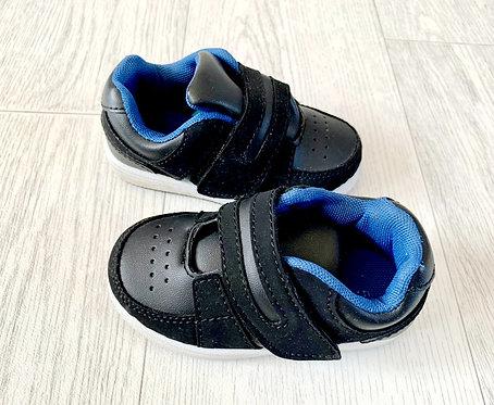 🌗Black velcro trainers. Size 5