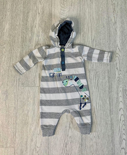 🌞George grey/white giraffe romper with poppers. 3-6m